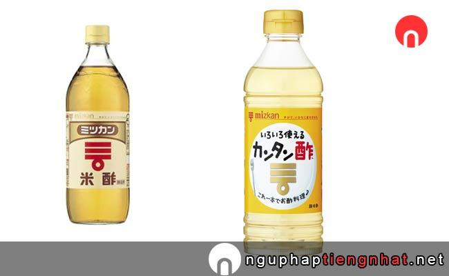 Giấm  của Nhật Bản  - 酢(す), là một loại gia vị ở  nhật cũng được sử dụng nhiều